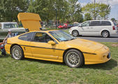 Yellow Pontiac Fiero side view — Stock Photo