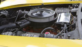 1975 corvette stingray gul motor — Stockfoto