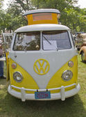 Yellow & White 1966 VW Camper — Stock Photo