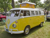 Yellow & White 1966 VW Camper side view — Stock Photo
