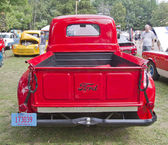1950 Red Ford F1 Pickup back view — Stock Photo