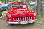 Cherry Red 1950 Merc front view — Stock Photo