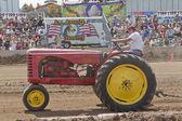 Massey harris 44 traktör çekme — Stok fotoğraf