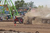 International Tractor pulling end of run — Stock Photo