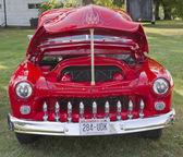 Vista frontal de red 1950 merc — Foto de Stock
