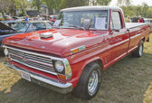 1969 Ford F100 Ranger Truck Front View — Stock Photo