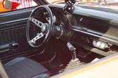 Interno di rosso ford maverick grabber — Foto Stock
