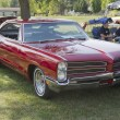 Постер, плакат: Red 1966 Pontiac Side View