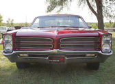 Red 1966 Pontiac Grill View — Stock Photo