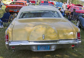 Yellow Lincoln Continental Rear View — Stock Photo