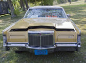 Yellow Lincoln Continental Front view — Stock Photo