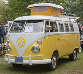 Yellow & White 1966 VW Camper full view — Stock Photo