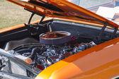 1966 оранжевый шевроле эль камино двигатель — Стоковое фото