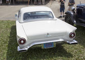 1957 White Ford Thunderbird Hardtop Convertible Rear View — Stock Photo