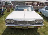 1964 White Chevy Impala SS Front view — Stock Photo