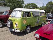 1968 VW Hippie Camper Special Van Side View — Stock Photo