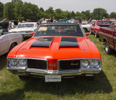 1972 Red with black stripes Olds Cutlass — Stock Photo
