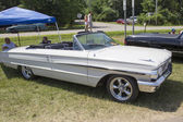 1964 White Ford Galaxie 500 Convertible — Stock Photo