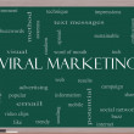 ������, ������: Viral Marketing Word Cloud Concept on a Blackboard