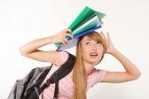 Kobiet student z książki na głowie — Zdjęcie stockowe