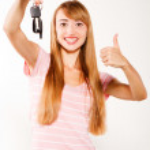 Woman holding car keys — Stock Photo