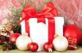 De gift van kerstmis en decoraties — Stockfoto