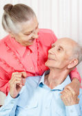 Closeup portrait of a smiling elderly couple — Stock Photo