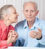 Coppia di anziani felice e positivo — Foto Stock