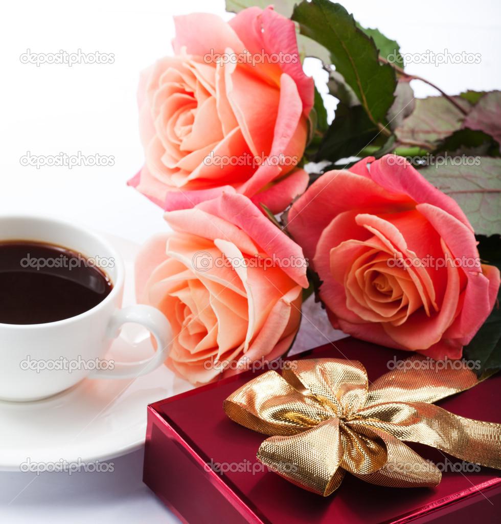 Фото чашка кофе и цветы