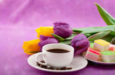 Flowers, coffee and sweets. — Stock Photo