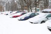 Coche cubierta de nieve fresca — Foto de Stock