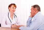 Medico con il paziente — Foto Stock