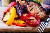Food. Meat barbecue with vegetables — 图库照片