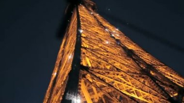 Eiffel Tower twinkling at night — Stockvideo