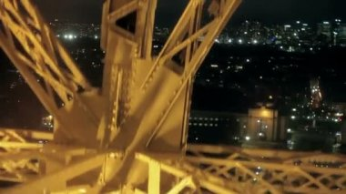The rise on the Eiffel Tower by at night — 图库视频影像