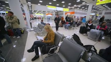 Waiting room at Sheremetyevo airport — Stock Video