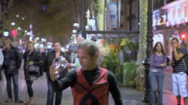 Street magician in Barcelona — Stock Video