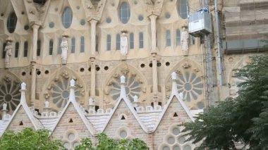 Facade of the Sagrada Familia in Barcelona — Stock Video