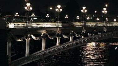 The bridge of Alexander III in Paris at night — Stock Video