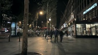 Urban life in Paris at night — Stock Video