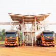Car truck in loading bay loading crude oil — Stock Photo