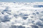 Kanatlı uçak gökyüzünde — Stok fotoğraf