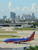 Southwest Airlines jet airplane in Fort Lauderdale — Stock Photo
