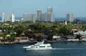 Yacht in the waterways of Ft Lauderdale — Stock Photo