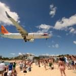 Airplanes landing over Maho Beach, ST Maarten — Stock Photo #44295749
