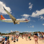 Airplanes landing over Maho Beach, ST Maarten — Stock Photo