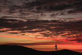 Running in the sunset — Stock Photo
