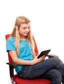 Frauen, die eine tablette zu lesen. — Stockfoto