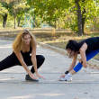 Two women working out together — Stock Photo