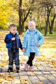 Children posing in an autumn park — Stock Photo